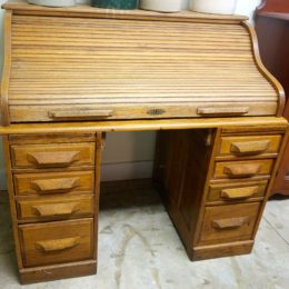 Oak Roll Top Desk.  Early 1900's